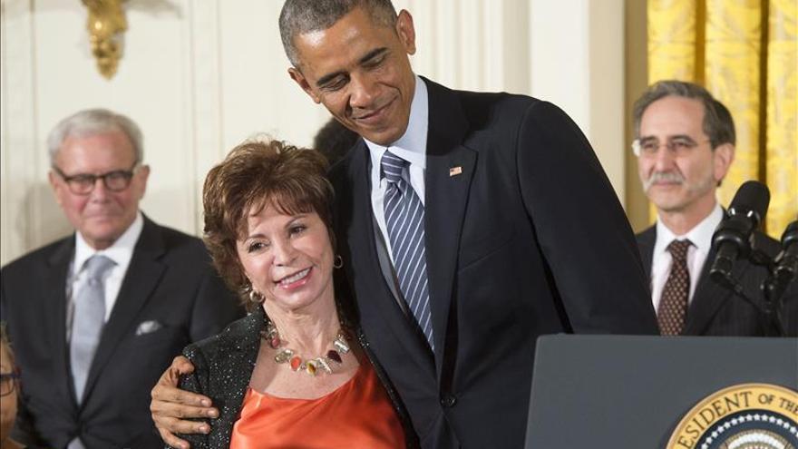 """Isabel Allende dice que """"Michelle y Barak Obama han demostrado ser incorruptibles"""""""
