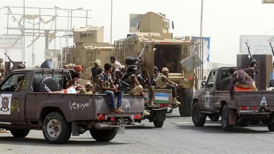 Las fuerzas yemeníes arrebatan un hospital en Hudeida y residentes temen la batalla