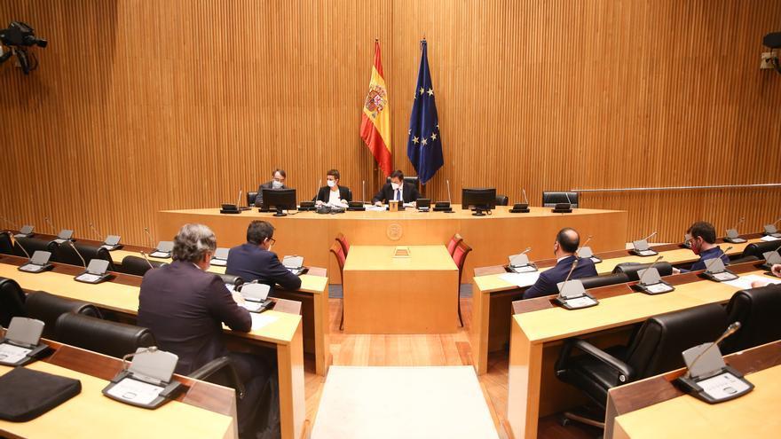 Archivo - Asistentes a una reunión de la comisión de seguimiento del Pacto Antitransfuguismo, en el Congreso de los Diputados, en Madrid (España), a 25 de marzo de 2021. La comisión se reúne tras las denuncias de Ciudadanos por las polémicas suscitadas en
