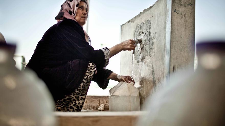 Imaha de 46 años es siria y vive en Za'atari con sus seis hijos en uno de los contenedores del campamento de refugiados. / Pablo Tosco/Intermón Óxfam.