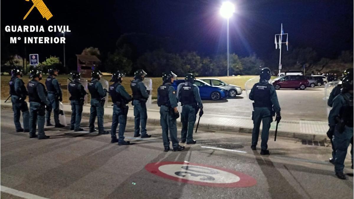 La Guardia Civil intervino para disolver el macro botellón en Noja