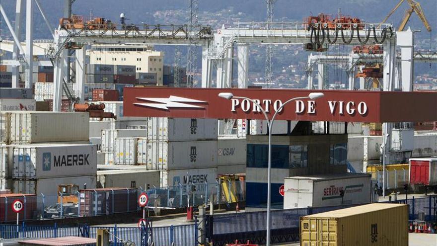 El déficit comercial cae el 58,6 por ciento por el impulso de la actividad exportadora