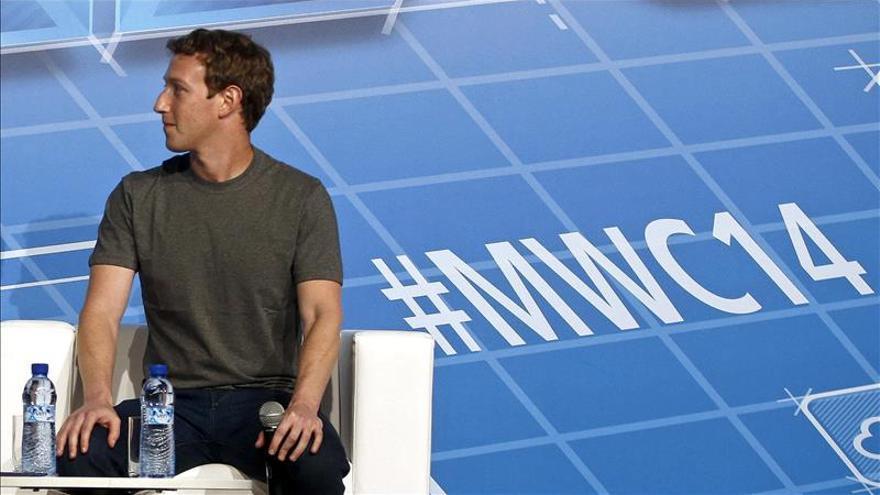 Zuckerberg, estrella invitada de un Congreso Mundial de Móviles de récord