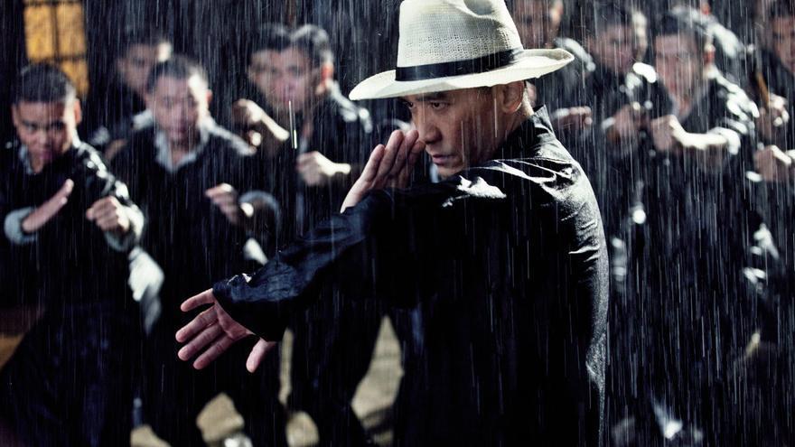 Luchando bajo la lluvia