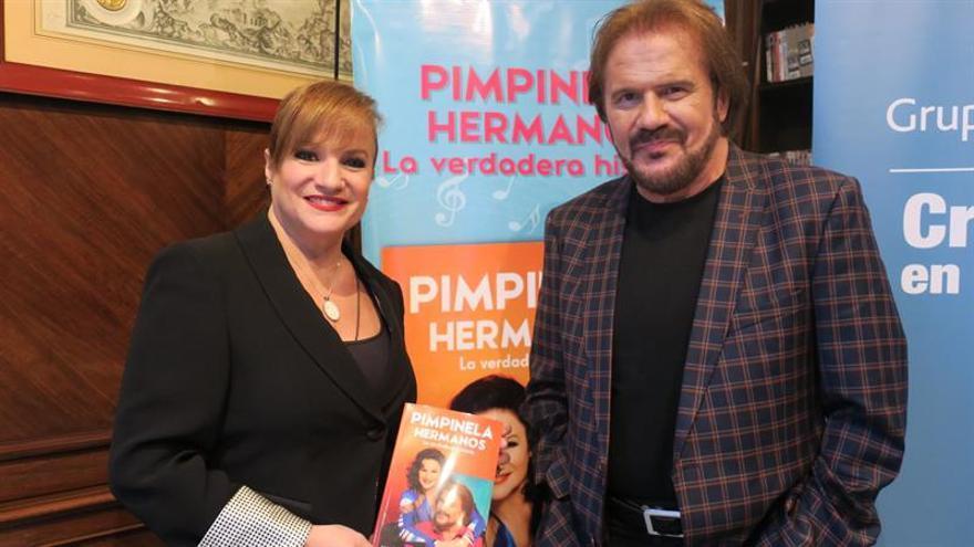 Pimpinela aparca la 'pelea' para hacer catarsis emocional en su autobiografía