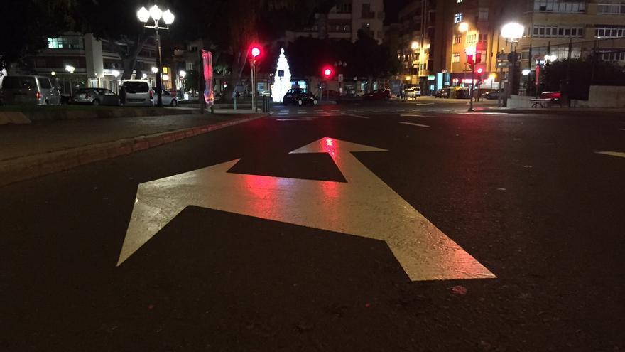 Señal vial que indica dirección en Las Palmas de Gran Canaria.