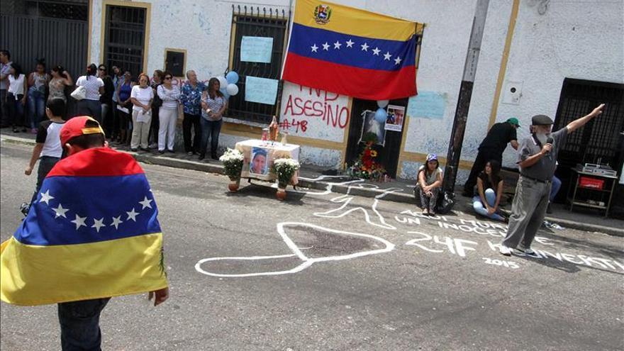 Condenan a policía venezolano a 18 años por muerte de adolescente en protesta