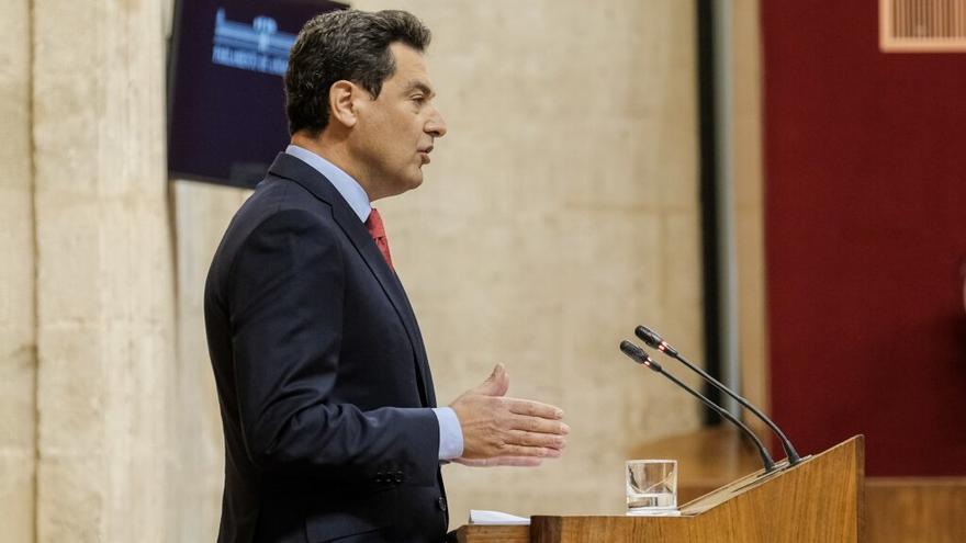 Juan Manuel Moreno, presidente andaluz, durante su intervención en el debate extraordinario en el Parlamento.