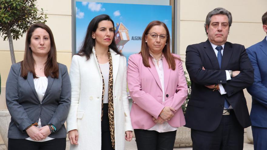 Ana Vega, portavoz parlamentaria de Vox, junto a Rocío Monasterio, Llanos Massó y José María Llanos.
