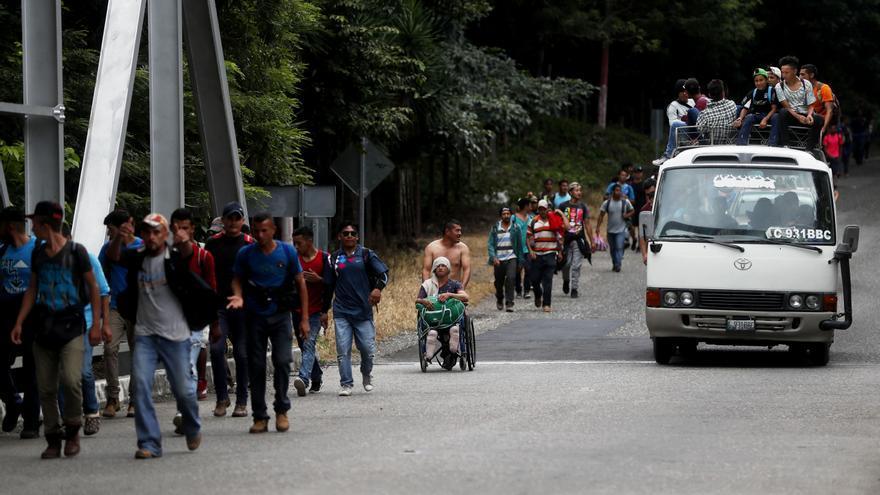 Un ola de familias migrantes de Centroamérica huye del acoso de las pandillas