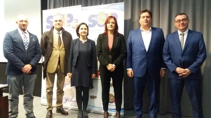 Alfonso Ramírez Patiño (segundo por la derecha), este martes en Bilbao