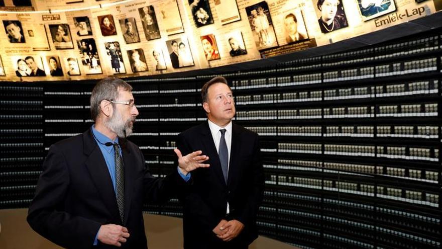 """Varela recuerda la """"memoria de millones de judíos"""" en el Museo del Holocausto"""