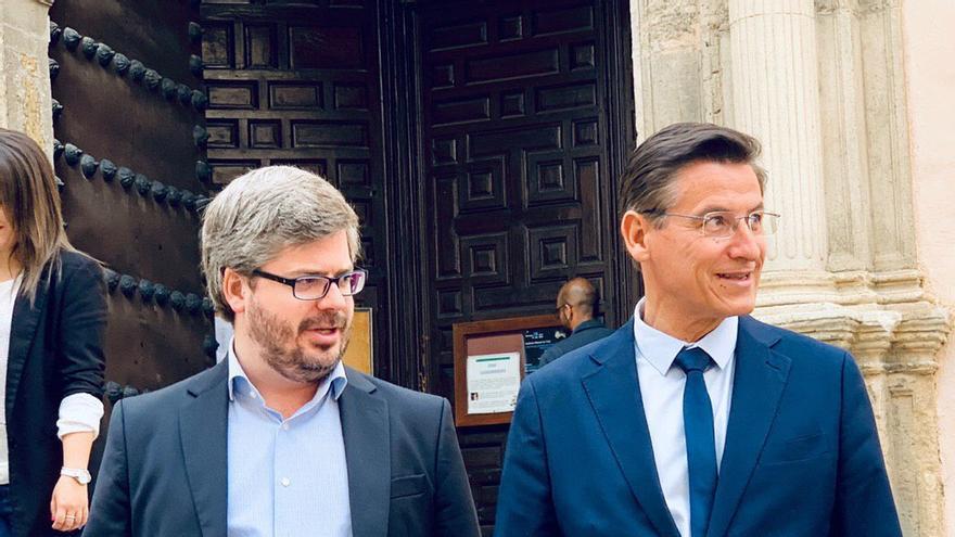 La renuncia de Hervías abre un futuro incierto para Luis Salvador
