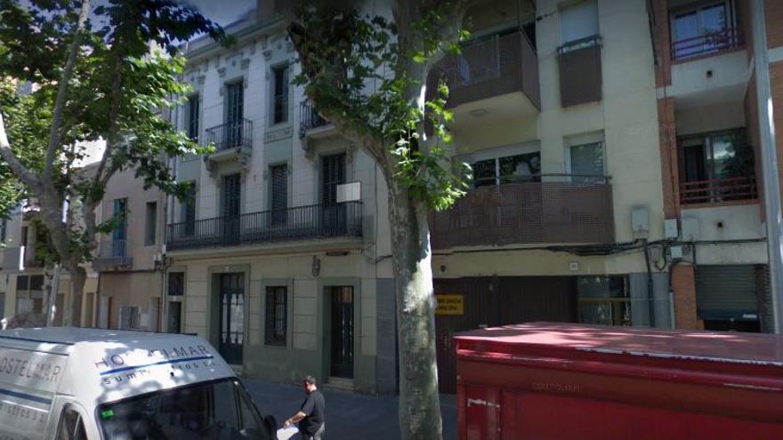 Imagen de la calle de Sant Boi donde se encuentra el bar La Masia