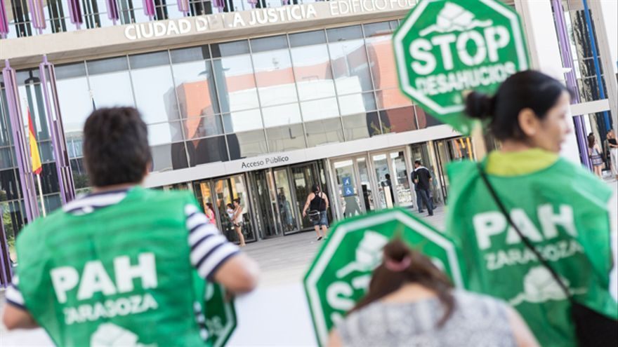 El auto tiene lugar tras la presentación de 30 denuncias contra Ibercaja por parte de la PAH Zaragoza.