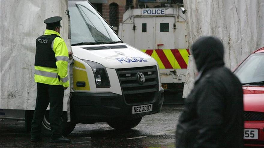 Disidentes del IRA obligan a un autobús a llevar una bomba a una comisaría