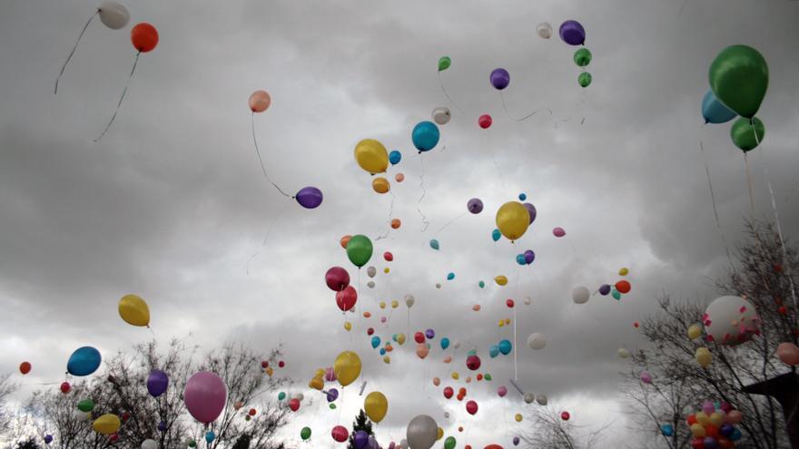 """""""Que todo lo que suba al cielo sean globos de colores"""""""