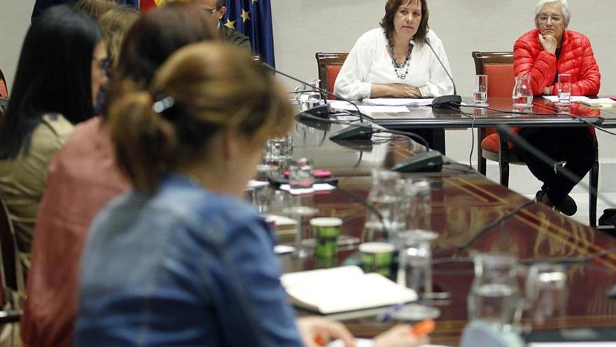 La consejera de Eduación cumplirá la ley si se intenta adoctrinar con la nueva asignatura de defensa de España