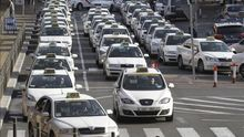 El Gobierno blinda a los taxistas frente a Uber y otras app antes de las elecciones