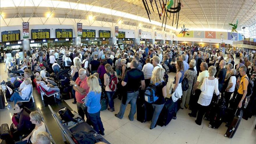 El fiscal no ve delito en el cierre del espacio aéreo de Canarias en 2010