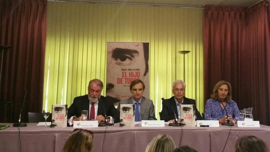 Mayor Oreja lamenta que la alternativa al PNV sea una posible alianza entre ETA, EH Bildu y Podemos