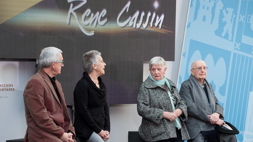 De izquierda a derecha,  Josu Ibargutxi, Julia Monje, Josefa Berasategi y Luis Ortiz Alfau.