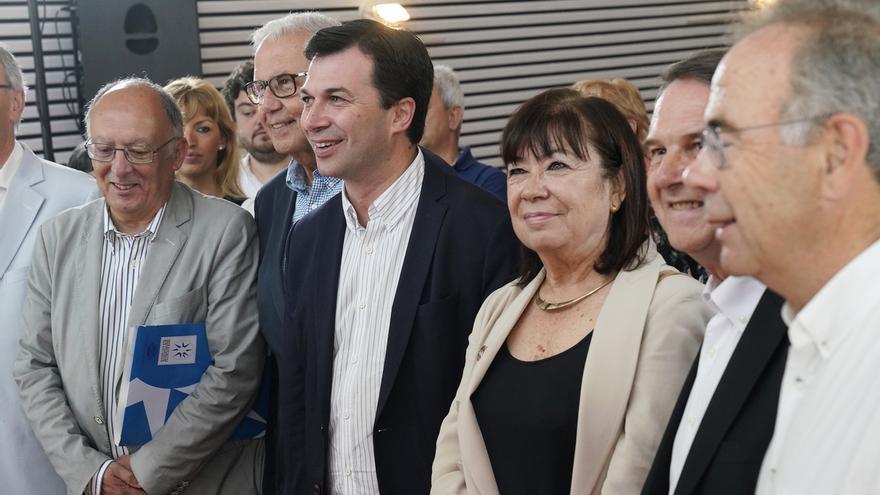 """Narbona (PSOE) defiende que Sánchez """"no se ha desconectado un minuto"""" de la investidura pese a sus viajes"""