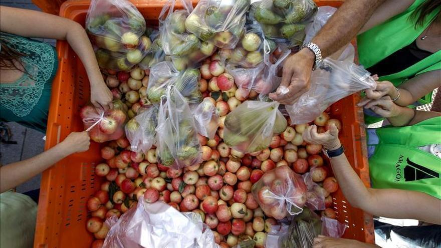 Los agricultores piden al consumidor que compre fruta española para sortear el veto ruso