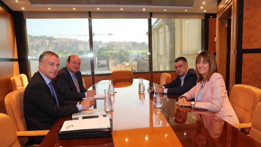 Los órganos internos de PNV y PSE ratificarán este lunes el acuerdo de Gobierno y Urkullu será lehendakari con 37 votos