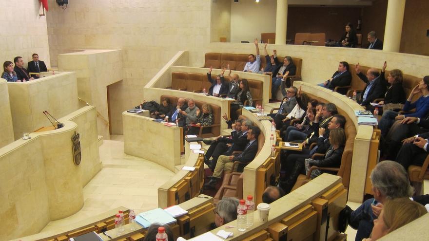 El traslado de Oftalmología, parques eólicos y nombramientos en Sodercan, este lunes al Pleno del Parlamento