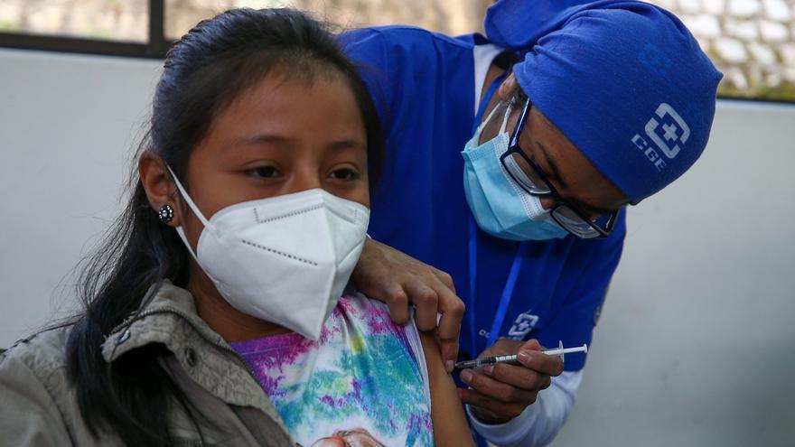 Ecuador inició la vacunación de 1,34 millones de menores de 12 a 15 años