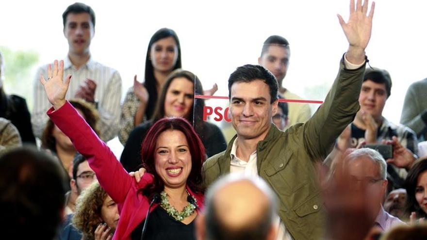 La candidata socialista a la presidencia de Canarias, Patricia Hernández y el secretario general del PSOE Pedro Sánchez en un acto celebrado en la capital tinerfeña. EFE/Cristóbal García