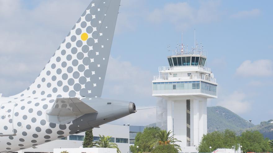 Avión de Vueling en el Aeropuerto de Ibiza