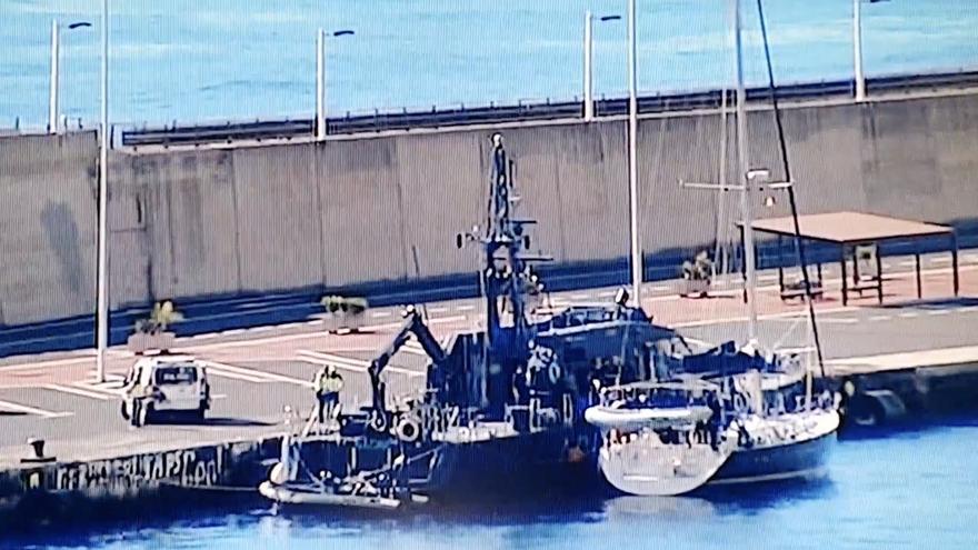 Imagen de la intervención por la Policía Nacional en el Puerto de Santa Cruz de La Palma. Imagen captada de TVC.
