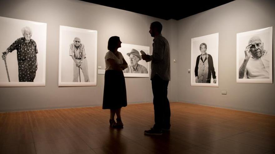 Los últimos combatientes de la Guerra Civil posan en una exposición de Areñas