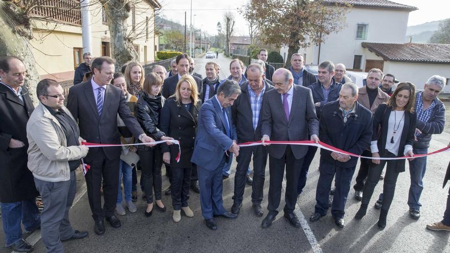 Inaugurada la carretera de Hoznayo a Riaño tras una inversión regional de 3,25 millones