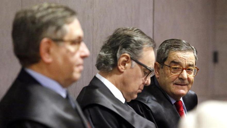 El expresidente de Kutxabank justifica el empleo al exdelegado por el terrorismo