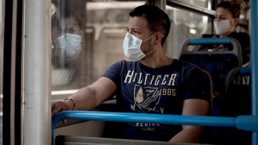 Vuelta al trabajo con más seguridad y mascarillas en el transporte público