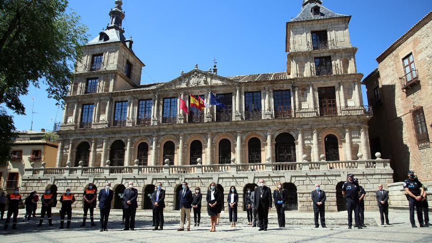 GALERÍA | La región se vuelca en el homenaje a las víctimas de la COVID-19 entre llamamientos a la responsabilidad