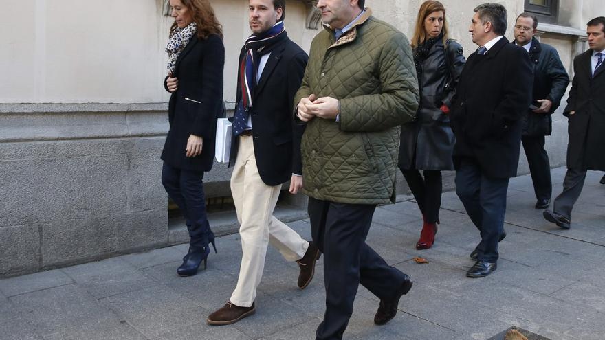 Jesús González Espartero, candidato del PP en Rivas, en el centro en una imagen de archivo. / EFE