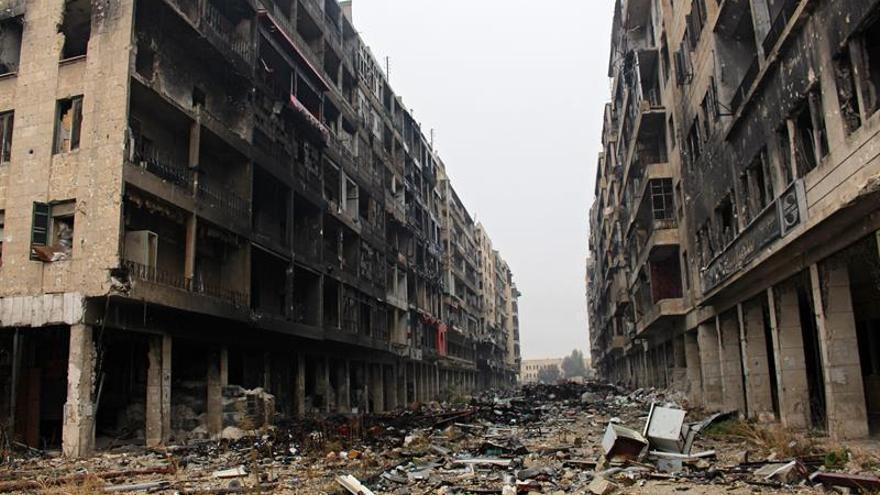 Imagen de archivo de una calle destruida de Alepo