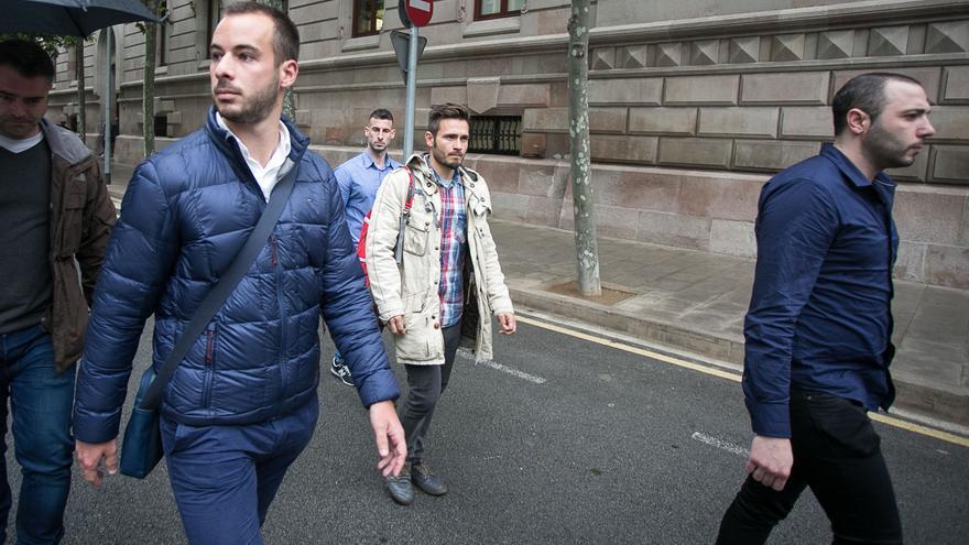 Los Mossos condenados no han conseguido evitar las cámaras a la salida de los juzgados