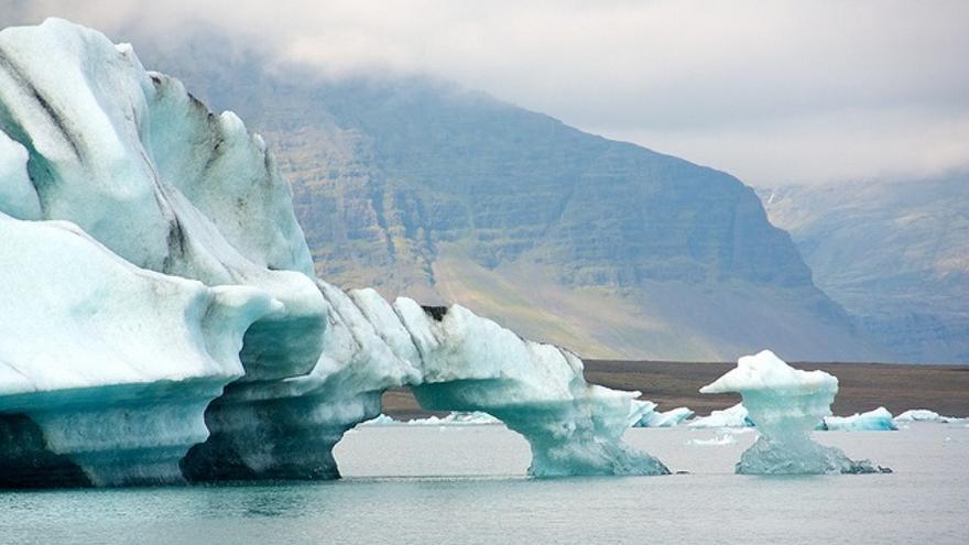 El clima y la facilidad para obtener energía renovable también acompañan en Islandia