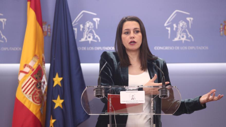 La portavoz de Ciudadanos en el Congreso de los Diputados, Inés Arrimadas, en rueda de prensa en el Congreso.
