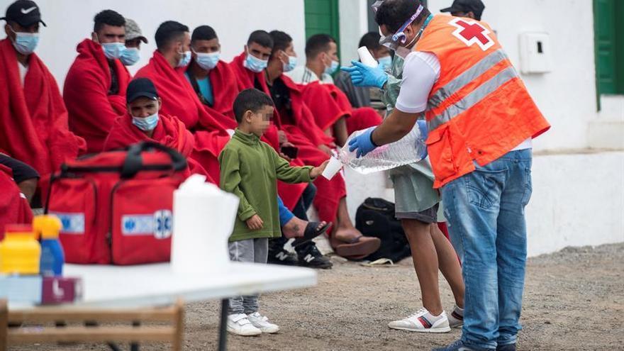 Cómo la crisis migratoria ha sacudido la red de acogida de menores extranjeros no acompañados en las Islas
