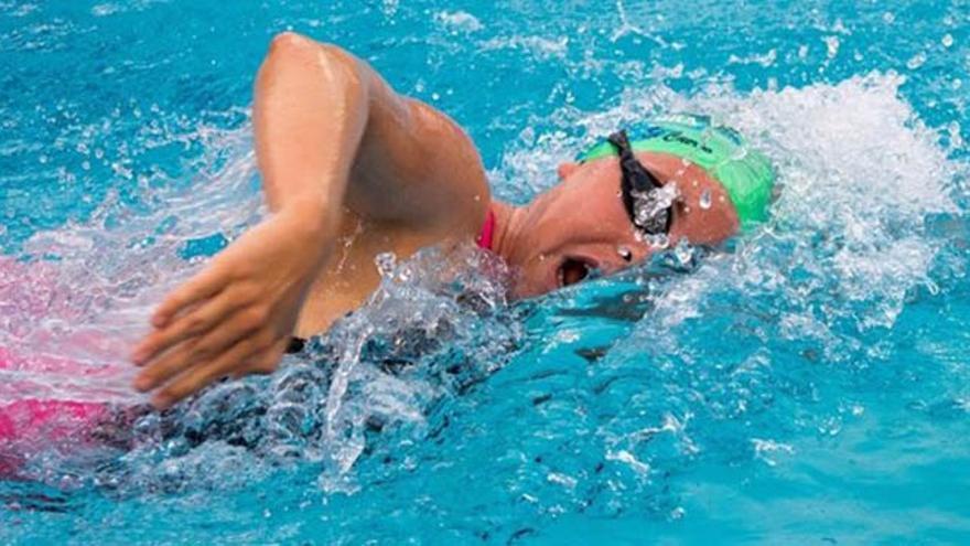 La majorera Alexandra Sánchez Clark se ha convertido en una de las jóvenes promesas de la natación española