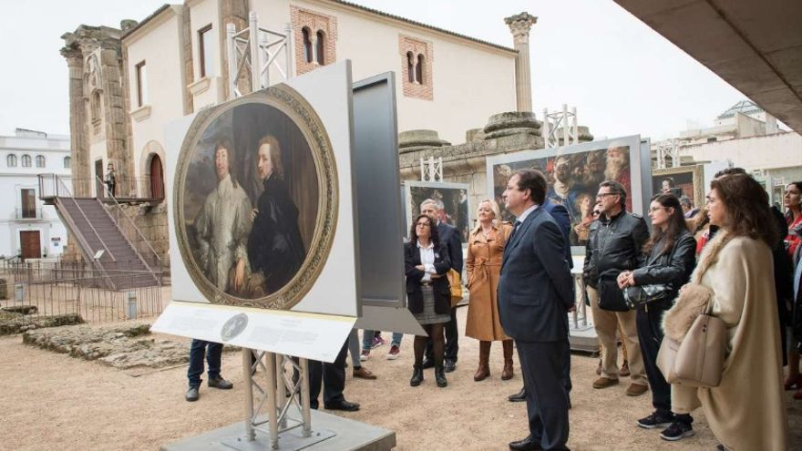 """Inauguración de la exposición """"El Prado en las calles"""" en el Templo de Diana, en Mérida"""
