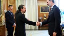 """Iglesias destaca la """"valentía"""" de Sánchez por proponer limitar la inviolabilidad del rey, pero no cree que se pueda """"desvincular"""" al emérito de Felipe VI"""