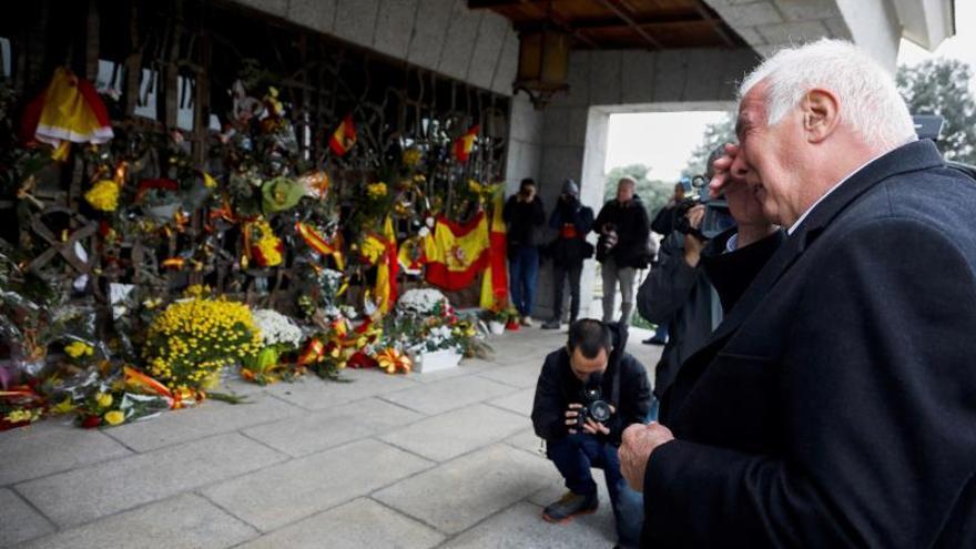 Un padrenuestro, un avemaría y un gloria a Franco