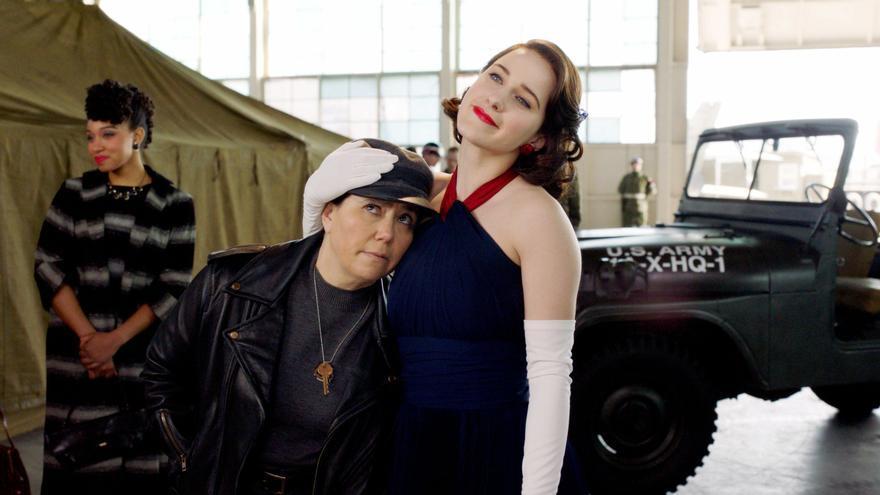 Alex Borstein y Rachel Brosnahan en la tercera temporada de 'The Marvelous Mrs. Maisel'